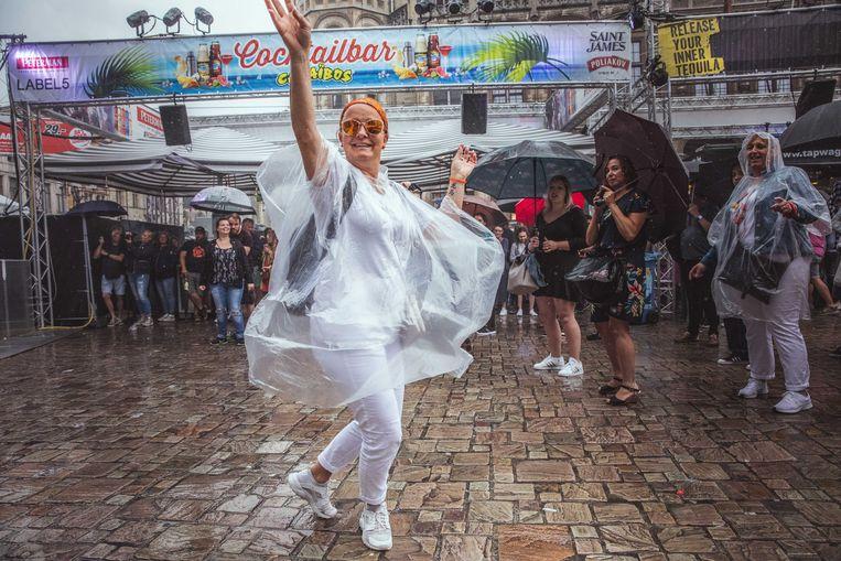 Gentse Feesten in de regen, blijven dansen!