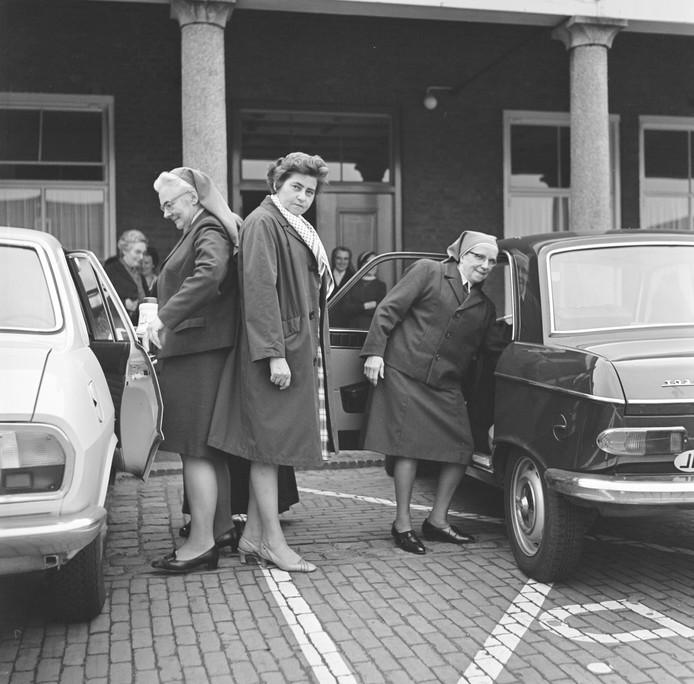 In 1969 vertrekken de zusters van de 'Congregatie van de Zusters Franciscanessen van de Onbevlekte Ontvangenis der Heilige Moeder Gods'.