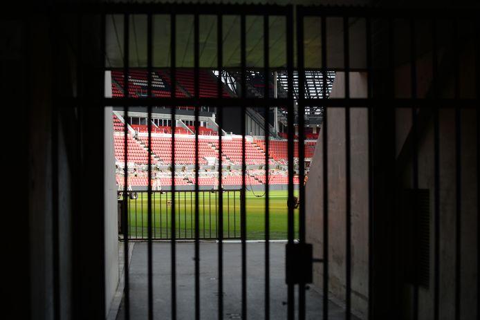 Het Philips Stadion zit letterlijk op slot.