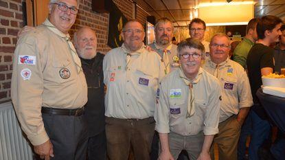 Oud-Scouts huldigen gezellig nieuw lokaaltje in