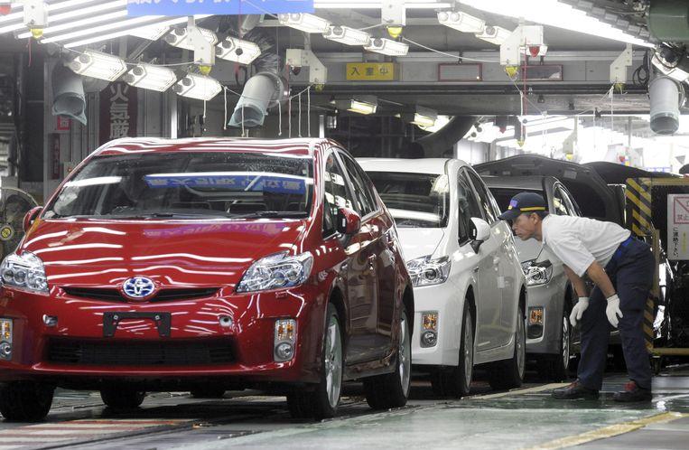 Toyota Roep Wereldwijd Ruim 2 4 Miljoen Hybride Wagens Terug 13 000