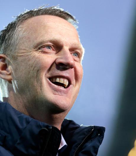 Van den Brom geniet van AZ: 'Het elftal straalt plezier uit'