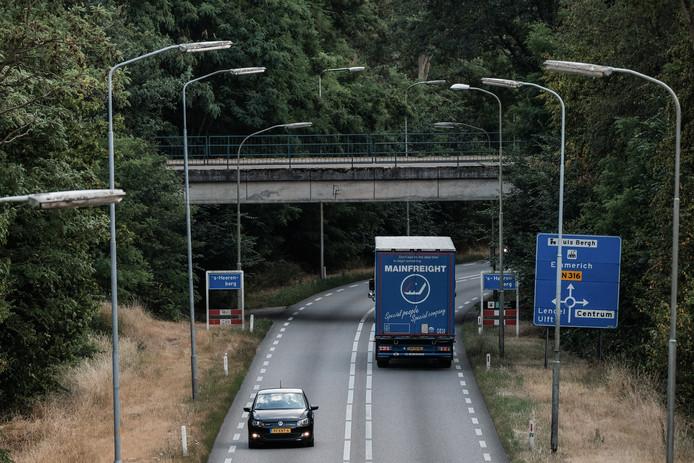 De Drieheuvelenweg in 's-Heerenberg.