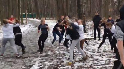 """Russische en vrouwelijke hooligans gaan 'als training' elkaar te lijf: """"We zullen onze buitenlandse gasten opwachten op het WK"""""""