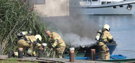 Plezierboot in Lithoijen verwoest door brand