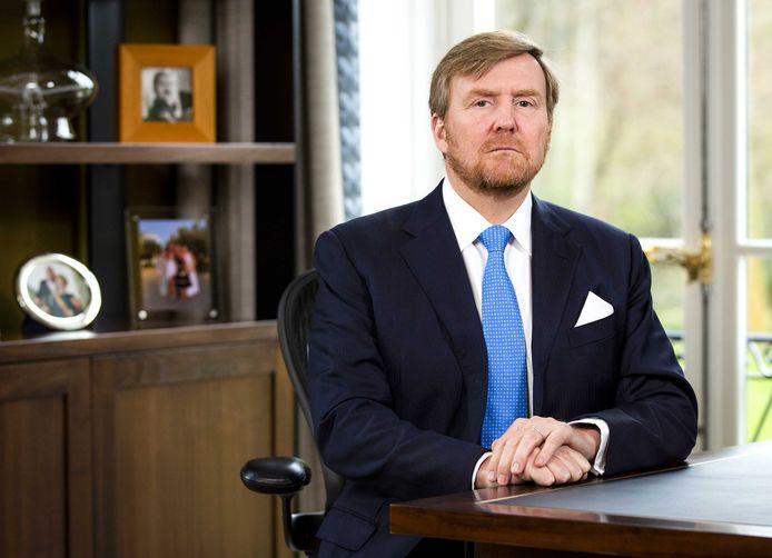 Koning Willem-Alexander houdt vanuit Paleis Huis ten Bosch een toespraak over de coronacrisis.