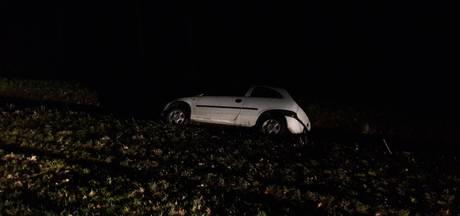 Auto in de sloot na eenzijdig ongeluk bij Goor