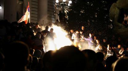 Demonstranten dringen Servisch parlement binnen na aankondiging nieuwe lockdown