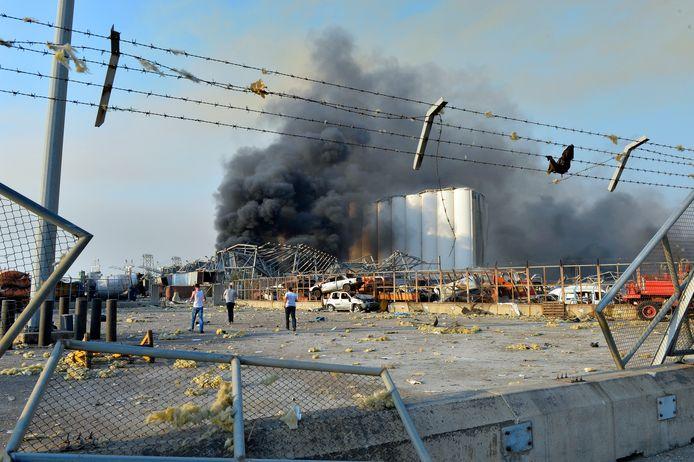 Schade in de haven van Beiroet na de explosie.