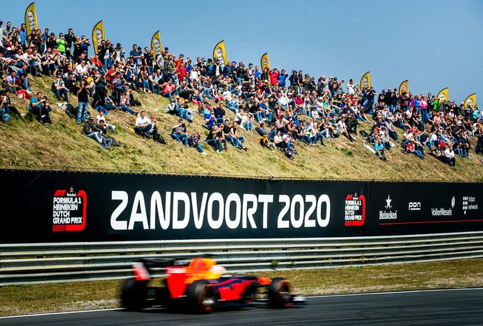 Max Verstappen op het circuit van Zandvoort.