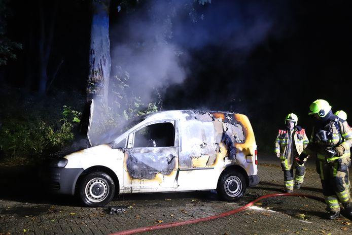 Aan de Kostverlorenkade in Geldermalsen brandde een auto uit.