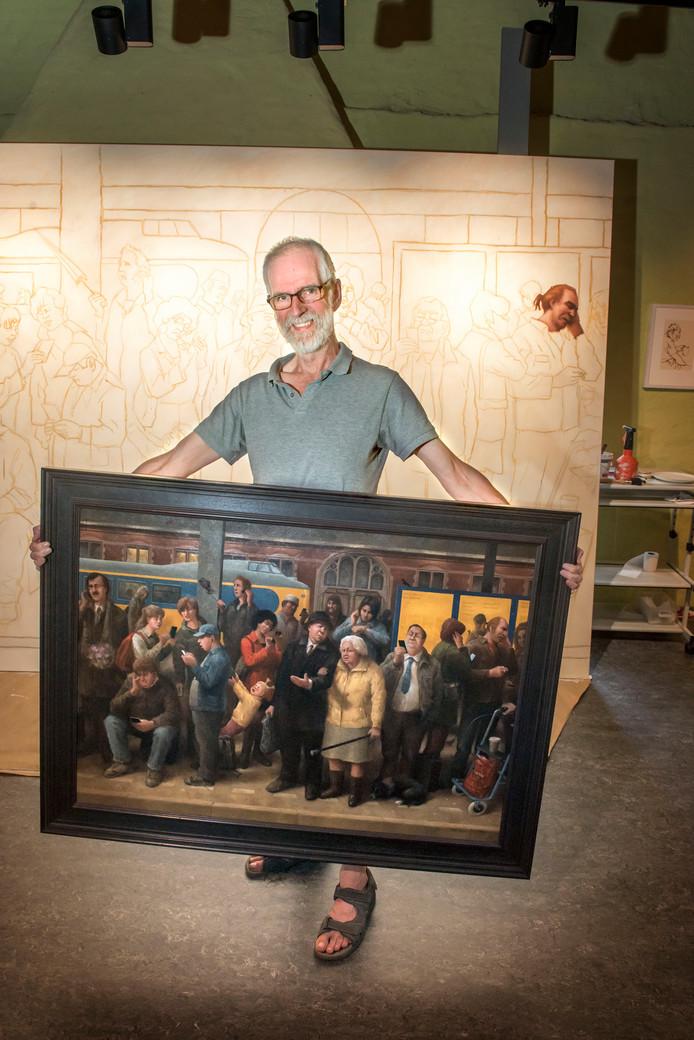 Marius van Dokkum in het naar hem genoemde museum in Harderwijk met het schilderij 'Dames en Heren' uit 2014, waarvan hij momenteel op de zolderverdieping van het museum een veel groter exemplaar schildert. Dit schilderij gaat tijdelijk naar het Rijksmuseum.