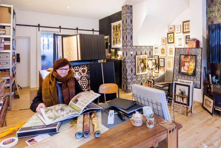 Hanneke van de Pol ontwerpt botanisch geïnspireerde wandbekleding voor clubs, restaurants en hotels. Beeld null