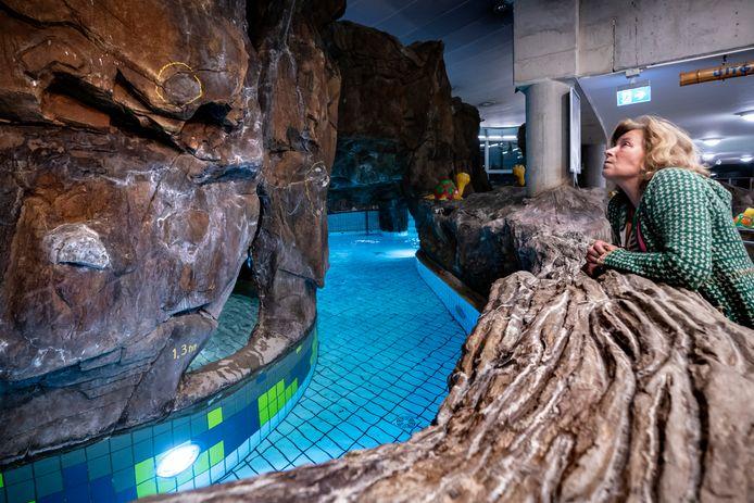 De rotswand in het tropisch paradijs in zwembad Sportiom begint af te brokkelen.