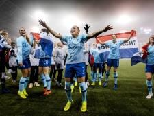 Fotoserie | Oranje Leeuwinnen door dolle heen na bereiken WK