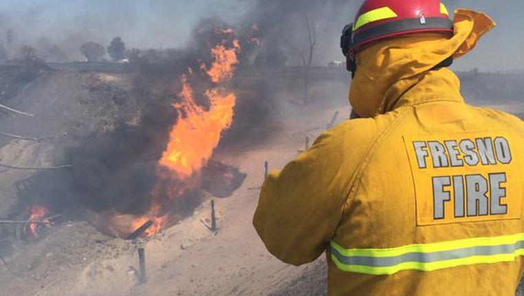 Een brandweerman bij de gasexplosie