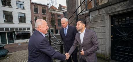 Amerikaanse ambassadeur onder de indruk van Schiedam, vooral van 'windmills' en 'Brandweerfeesten'