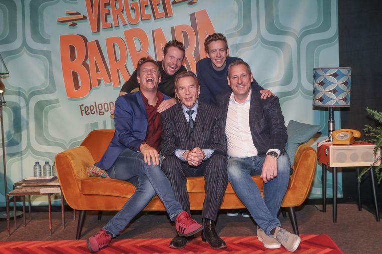 James Cooke, Jelle Cleymans en Jonas Van Geel - die intussen zowat vergroeid zijn met het pop-uptheater in Puurs - zullen Gerts zonen spelen in 'Vergeet Barbara'.