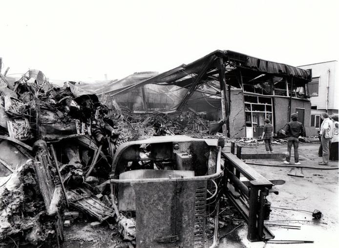 Op 13 mei 1981, de dag dat een aanslag werd gepleegd op paus Johannes Paulus II, werd Helmond getroffen door een kleine ramp. De hoofdvestiging van Helsobedrijven aan het Montgomeryplein in Helmond brandde tot de grond toe af. De rookkolom was in de hele regio te zien. De schade bedroeg vele miljoenen guldens.