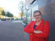 Anne Marie staat dagelijks een uur voor het Tilburgse stadskantoor, uit protest