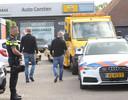 Politie en FIOD vanochtend bij de inval bij een autobedrijf in Mariahout.
