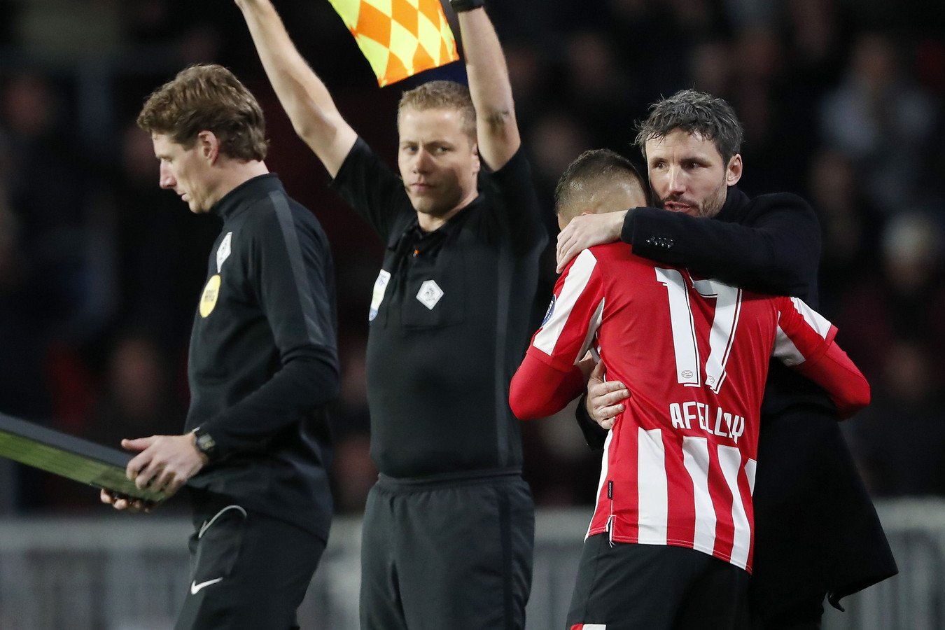 2019-12-07 21:24:34 (L-R) Ibrahim Afellay of PSV, PSV coach Mark van Bommel during the Dutch Eredivisie match between PSV Eindhoven and Fortuna Sittard at the Phillips stadium on December 07, 2019 in Eindhoven, The Netherlands ANP SPORT