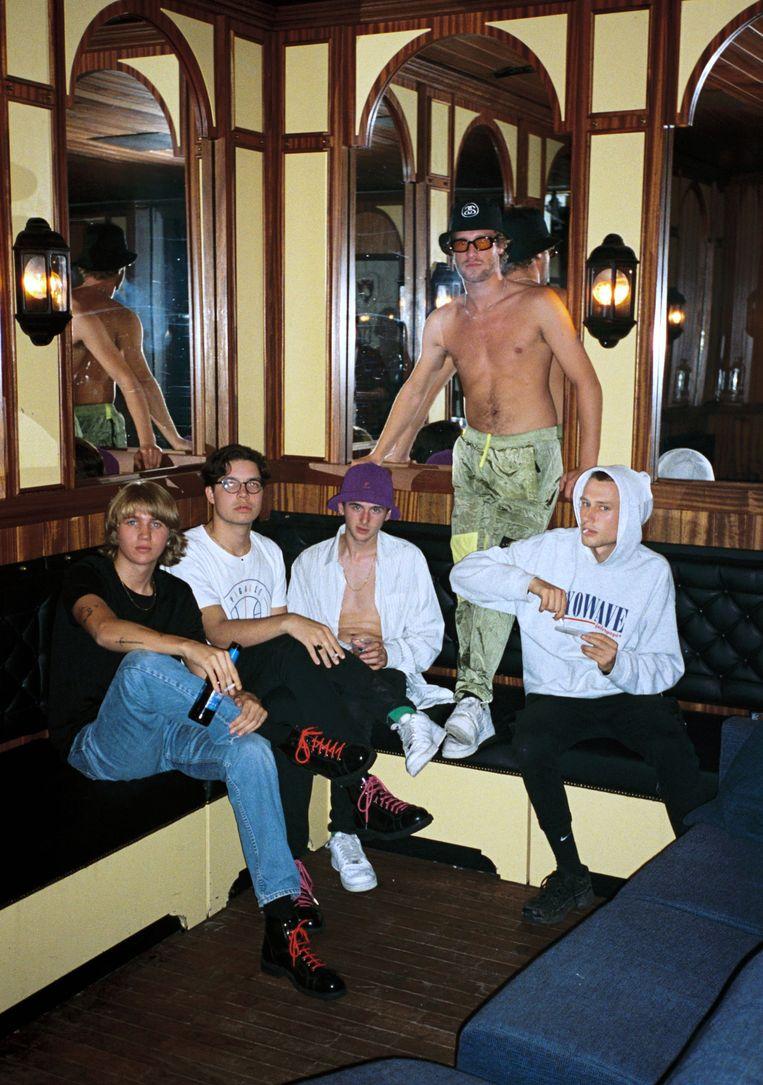 Vanaf links: de Baby Boys Milo van den Bos en Boy Visser, Jim Lageveen alias Gotu Jim, (staand) Ole van Wouden en IJsbrand van Eendenburg. Beeld V2 Jeroen Dankers
