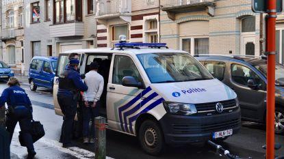 IN BEELD: 36 transmigranten uit kraakpand gehaald
