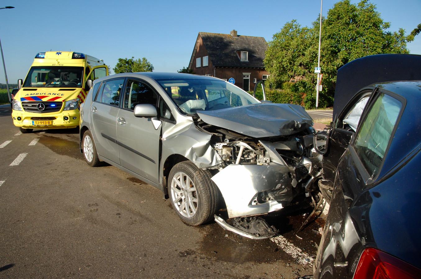 De auto liep forse schade op.