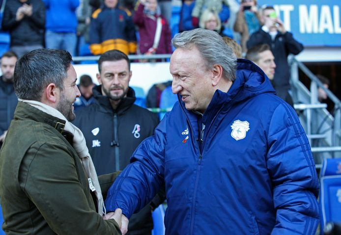 Neil Warnock gisteren met Lee Johnson voor Cardiff City - Bristol City (0-1).