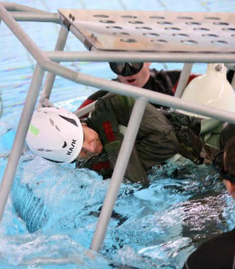 Help, de helikopter zinkt: een ontsnapping met survivalexperts van Defensie