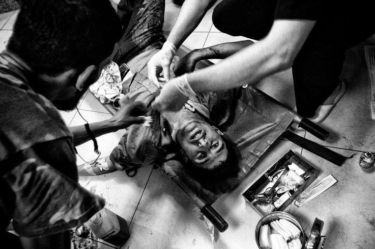Een burgerslachtoffer. Beeld Foto: Eddy van Wessel