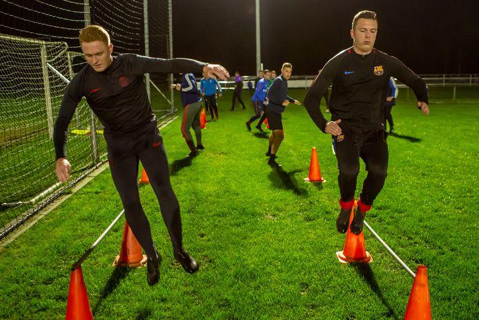 Training bij SPS poortvliet, rechts Maurice Lindhout.