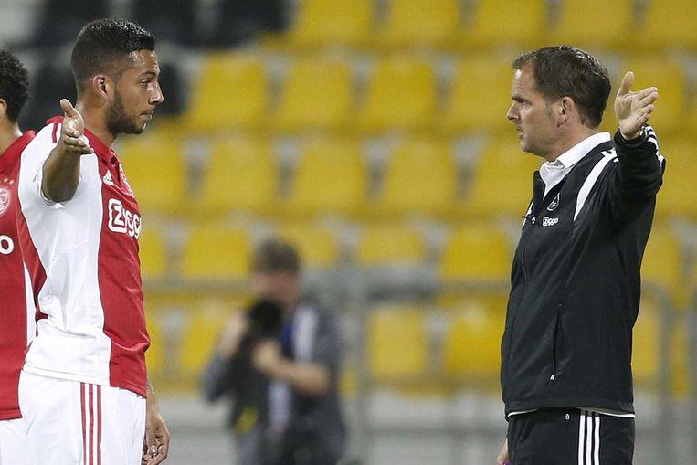 Ajax-speler Ricardo Kishna in discussie met trainer Frank de Boer Beeld anp