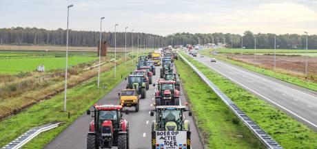 Zo'n 100 tractors onderweg naar Lelystad voor boerenprotest