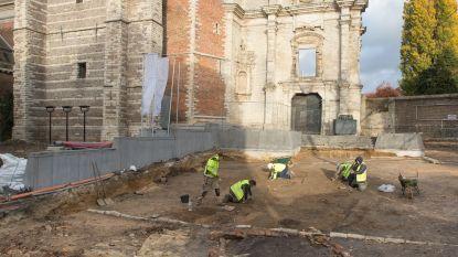 Zeven middeleeuwse graven ontdekt op Trudoplein