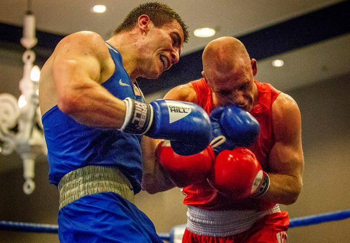 Peter Müllenberg (rood) wint de Eindhovense Box Cup door opgave van Rick de Nooijer.