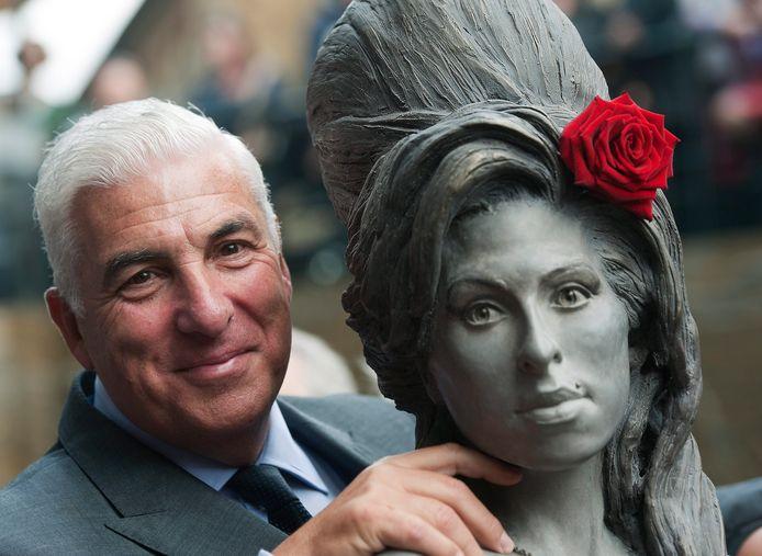 De vader van de in 2011 overleden Amy Winehouse, Mitch, is bezig een biopic over zijn beroemde dochter te maken.
