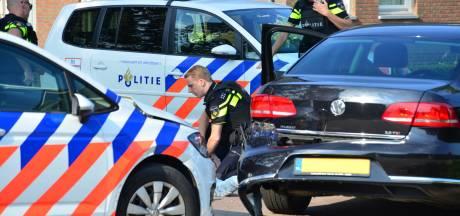 Agenten met getrokken wapen houden verdachte van ernstige bedreiging aan
