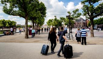 Toeristen zien de schoonheid van de stad die wij al lang niet meer zien