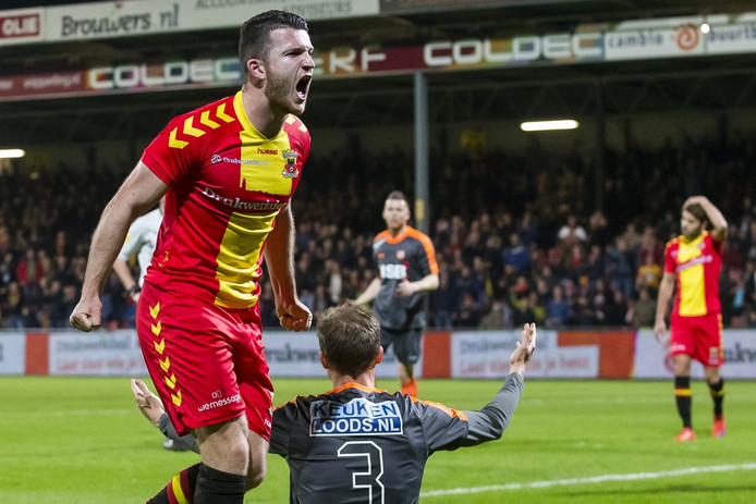 Randy Wolters in het shirt van Go Ahead Eagles.