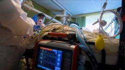 Zo delicaat is vervoer van Covid-19-patiënten