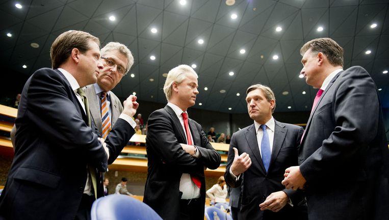 D66-leider Alexander Pechtold, 50PLUS-leider Henk Krol, PVV-leider Geert Wilders, CDA-leider Sybrand Buma en SP-leider Emile Roemer in de Tweede Kamer. Beeld null