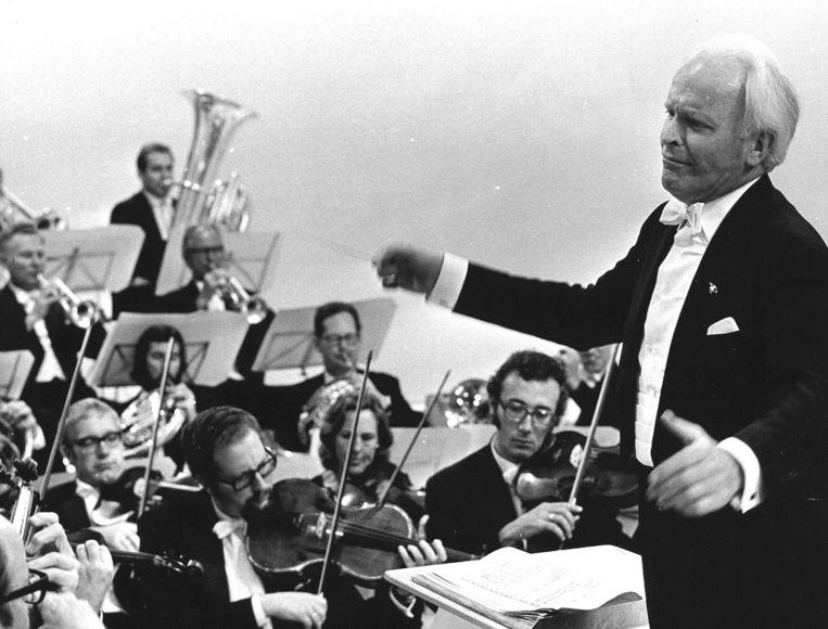 Willem van Otterloo met orkest. Beeld ANP