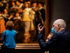 Rijksmuseum stelt vanaf woensdag mondkapje verplicht