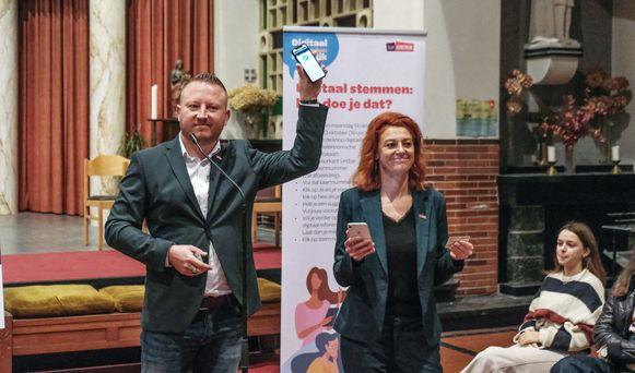 Schepenen Axel Weydts (sp.a) en Ruth Vandenberghe (Team Burgemeester) bezoeken deze week geen secundaire scholen meer.