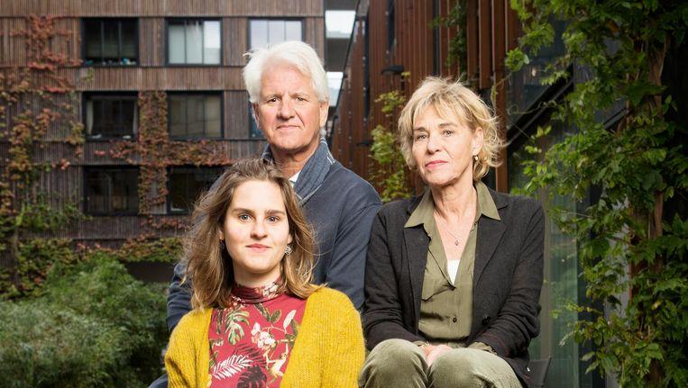 Bert Welkers, Monique Okkerse en Jip Welkers, ouders en zus van de vorig jaar in Oost doodgereden Mare. Beeld Niels Blekemolen