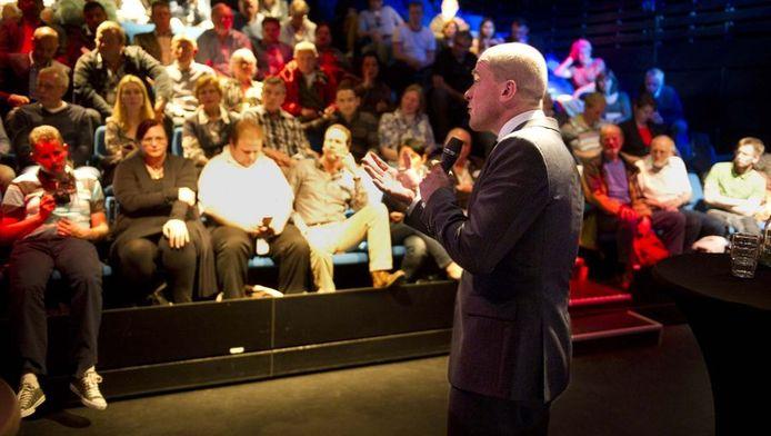 PvdA-fractievoorzitter Diederik Samsom in debat met zijn achterban op een bijeenkomst van de Partij van de Arbeid in de De Effenaar.