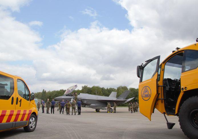 De F-35 is geland, de brandweer is paraat.