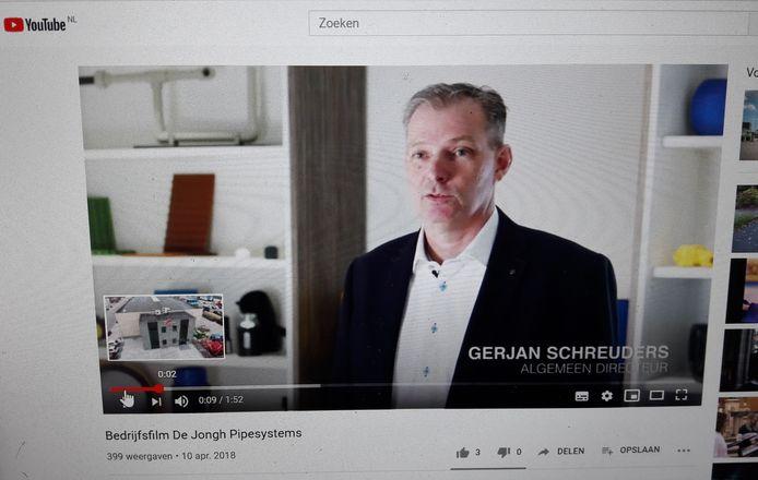 Gerjan Schreuders, algemeen directeur van De Jongh Pipesystems in de bedrijfsfilm.